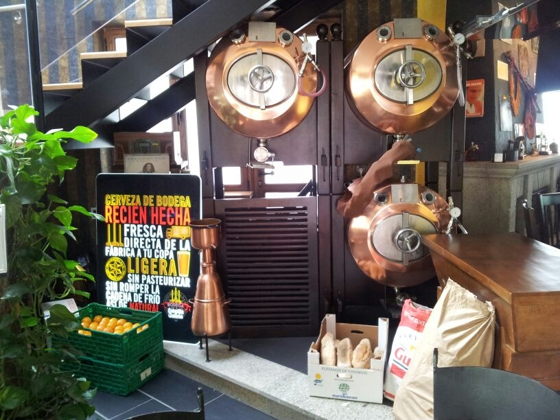 Estrella Galícia también monta looks artesanos para bares donde solo sirven industriales