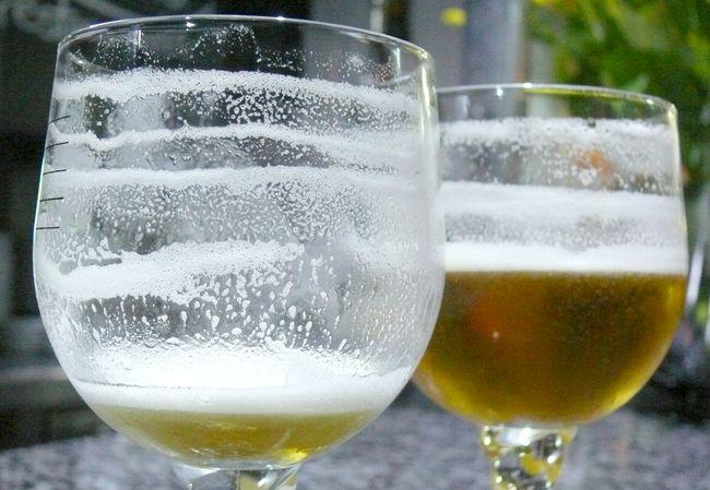 Cómo lograr una buena capa de espuma en tu cerveza