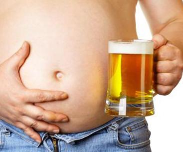 Un hombre fabrica cerveza en su estómago